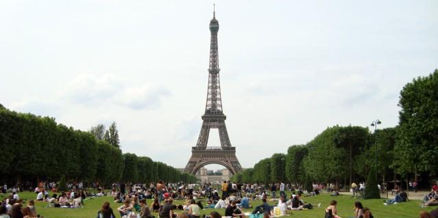 Piknik pod Eiffelovkou