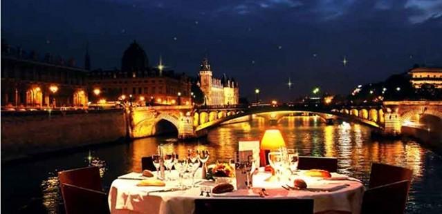 Večera na lodi