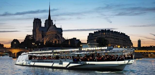 Hodinová plavba po Seine
